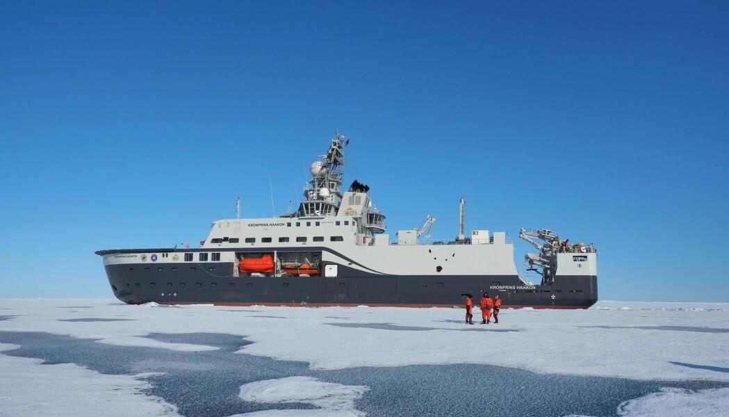 Forskningsskipet Kronprins Haakon har undersøkt krillbestanden i Antarktis. Her er skipet fotografert i Arktis ved en tidligere anledning. (Foto: Norsk Polarinstitutt, Ann Kristin Balto, NTB scanpix)