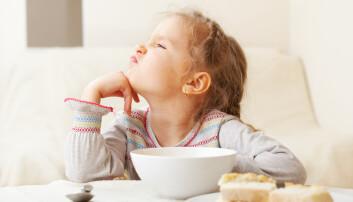 Ikke gi opp når du møter motstand er et av rådene Helland gir for et godt måltid med barn. (Illustrasjon: Gladskikh Tatiana / Shutterstock / NTB scanpix)