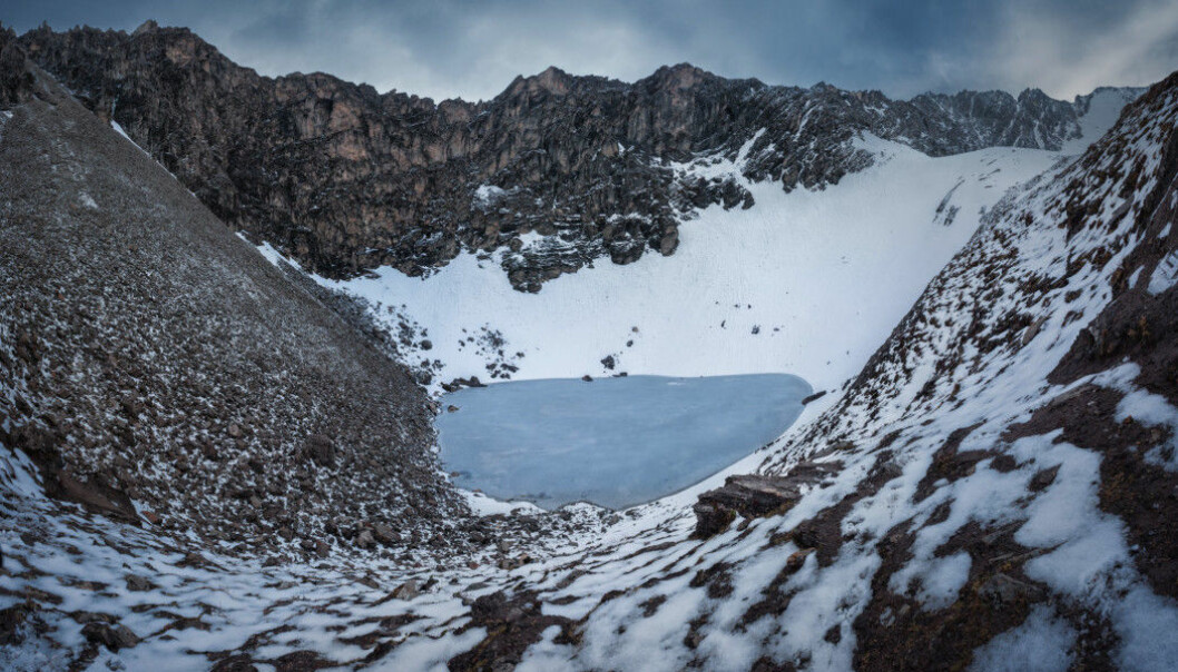Kanskje det skjedde en ulykke her for 1200 år siden. Roopkund-sjøen ligger 5029 meter over havet, i det indiske Himalaya. (Bilde: Atish Waghwase)