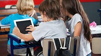 Krevjande å kombinere lærebøker og digitale læremiddel