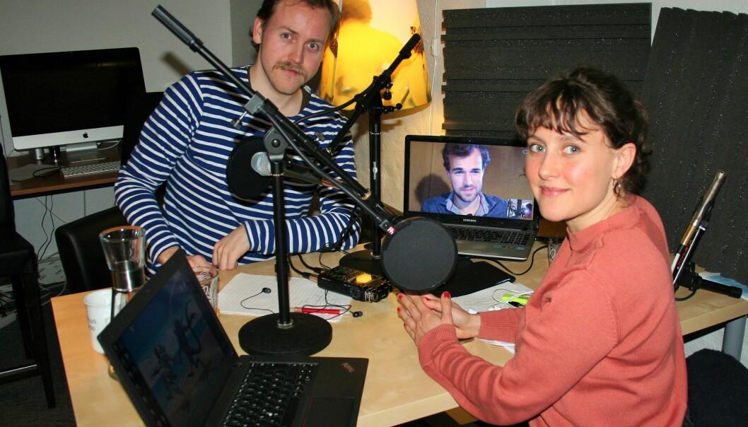 Programledere Lars Erik Berntzen (t.v) og Jonas Bergan Dræge (på skjermen) snakker denne uken med Linn Sandberg. (Foto: forskning.no)