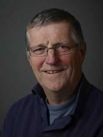Rob Barrett er forsker ved Tromsø museum. Han har fulgt utviklingen i den norske sjøfuglbestanden gjennom mange år. (Foto: Tromsø museum)