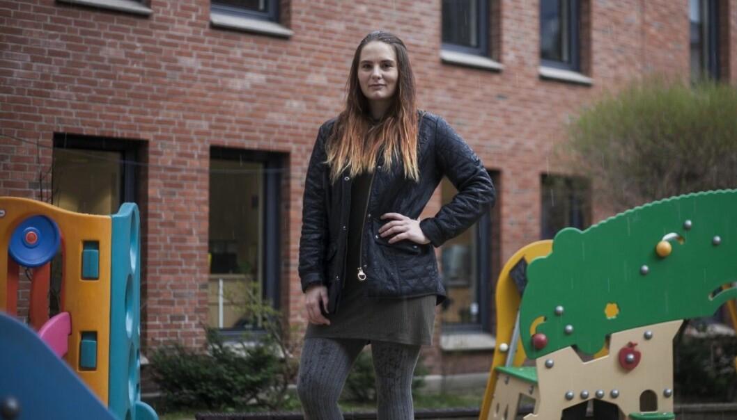 Emmy Thisner, som studerer ved Høgskolen i Oslo og Akershus for å bli barnehagelærer, sier at det virker som flere begynner å studere bare fordi de ikke vet hva de ellers skal gjøre. (Foto: Nicklas Knudsen/Khrono)