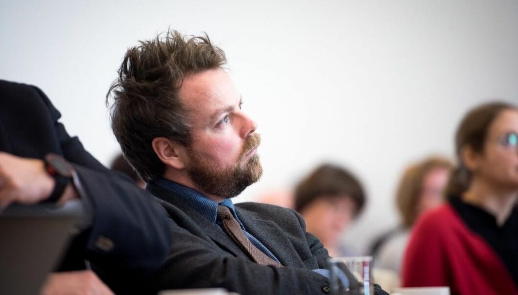 Statsråd Torbjørn Røe Isaksen er misfornøyd med flere ting i høyere utdanning viser han til i ny rapport som kommer i morgen: Bl.a. andelen EU-midler og lav kvalitet på forskningen. (Foto: Skjalg Bøhmer Vold/Khrono.)