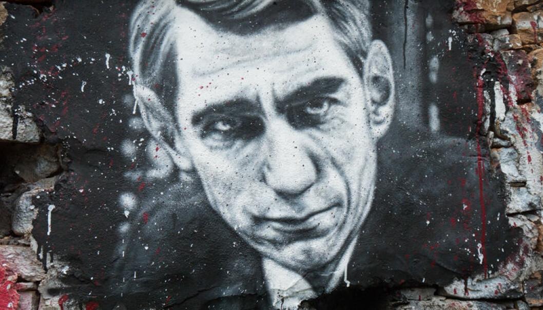 """Dette grafitti-portrettet av Claude Shannon var en del av museet Demeure du Chaos i Frankrike. Shannon regnes som et multigeni og som informasjonsteoriens far.  (Foto: <a href=""""https://www.flickr.com/photos/home_of_chaos/7609870922/"""">Thierry Ehrmann</a> / <a href=""""https://creativecommons.org/licenses/by/2.0/"""">CC BY 2.0</a>)"""