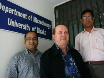 """The Shigella bacteria are more intrusive than E. coli because they invade the cells, and have powerful toxins. That is why people get so ill"", explains Professor Sirajul Islam Khan at UoD (right).  Professor Nils- Kåre Birkeland (middle) from UiB and researcher Mohammed Ziaur Rahman (left). (Photo: Frøy Katrine Myrhol)"