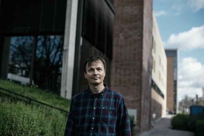 – Improvisasjonen sett som øyeblikkets kunst er misvisende, for musikken er alltid på vei, sier Njål Ølnes. (Foto: Musikkhøgskolen)