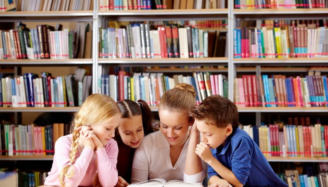 Forskere oppfordrer til at litterære samtaler bør få større plass i de yngste klasserommene.  (Illustrasjonsfoto: Colourbox)