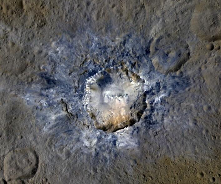 Stadig bedre bilder fra dvergplaneten Ceres. Her er Haulani-krateret sett fra NASA's romsonde Dawn. (Bilde: NASA/JPL-Caltech/UCLA/MPS/DLR/IDA)