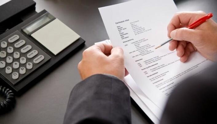 Thumbs down for creative résumés