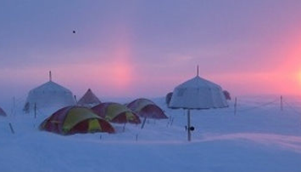 The research camp on the Lomonosovfonna glacier. (Photo: SVICECLIM)