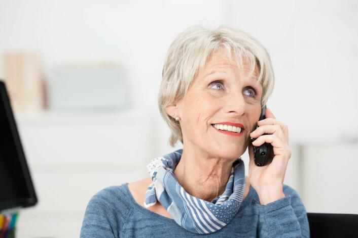 Mobiltelefonen er for mange blitt den viktigste måten å holde kontakt med andre mennesker. Telefonsamtaler loggføres, og det åpner mulighet for forskere til å studere mønstre i adferden vår knyttet til blant annet kjønn og alder. (Illustrasjonsfoto: racorn / Shutterstock / NTB scanpix)
