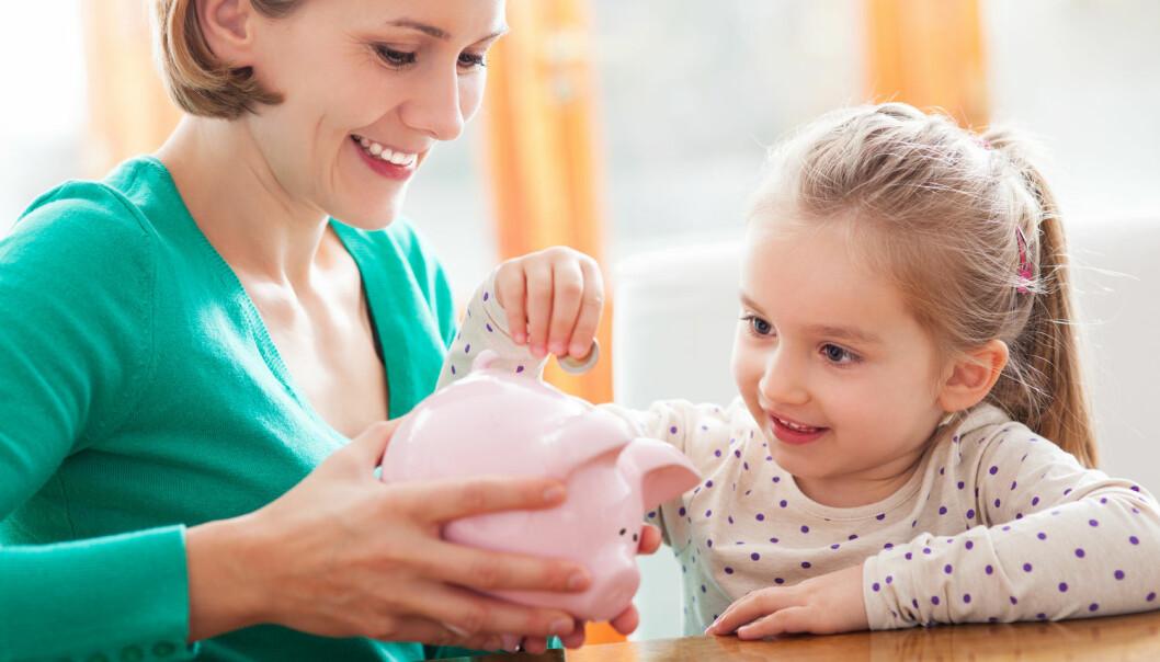 Kvinner har betydelig lavere basiskunnskaper om økonomiske forhold som påvirker deres privatøkonomi, viser ny studie.  (Foto: Shutterstock/NTB Scanpix)