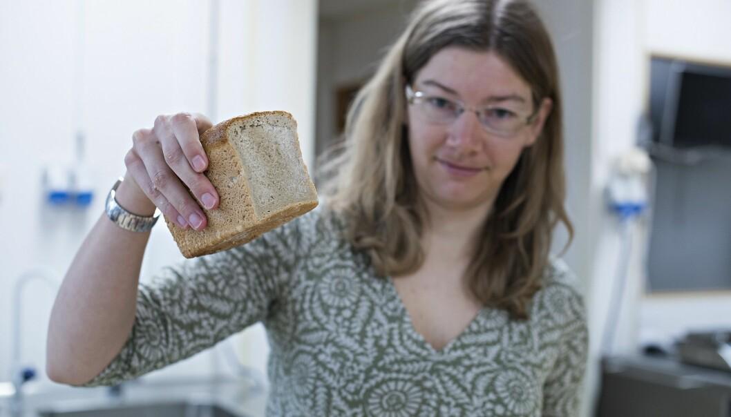 Nofima-forsker Anne Rieder har undersøkt brød helt ned på molekylnivå for å finne den sunneste oppskriften. (Foto: Jon-Are Berg-Jacobsen, Nofima)