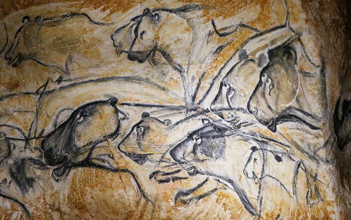 Steinalderkunstnerne har klart å gi bildene et gjennomskinnelig og tredimensjonalt preg. De har lyktes med å skape opplevelse av at dyrene beveger seg. Det siste har de oppnådd gjennom å bruke en teknikk der de legger skygge i ytterkanten av bilder. (Foto: (Alle bilder: Det franske kulturdepartementet))