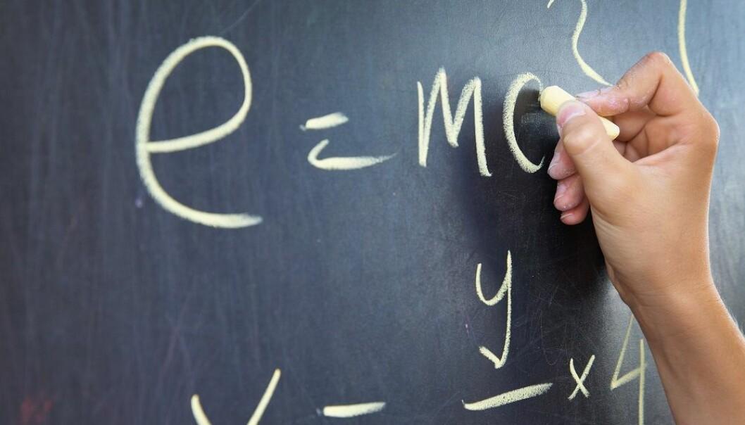 Hvordan behandler hjernen matematikk og språk? Det har forskere forsøkt å finne ut. (Foto: Colourbox)