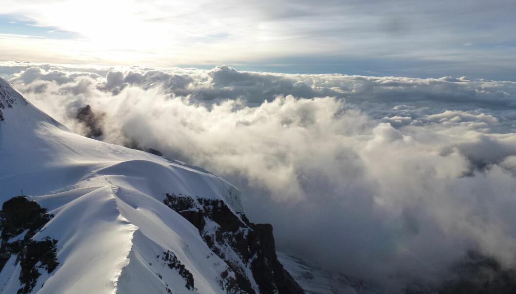 Blandingsfase-skyer i Sveits. Disse skyene er veldig vanlige, men de har kanskje en mindre nedkjølende effekt enn forskere har trodd. (Foto: Larissa Lacher)