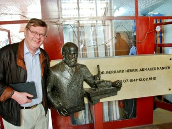 """Ørjan Olsvik, a professor of microbiology at the University of Tromsø, went to Ethiopia to study leprosy. Here Olsvik is standing next to a statue of the  """"father"""" of the leprosy bacterium, Gerhard Armauer Hansen, a Bergen doctor who discovered the bacterium in the 1800s. (Photo: Tore Lier)"""