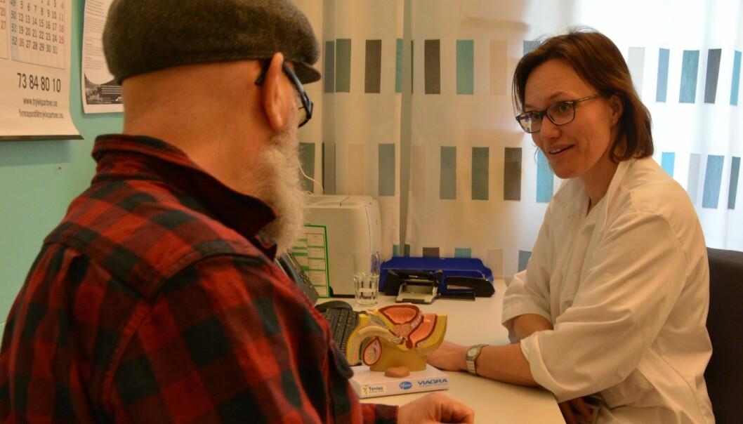I mange tilfeller trenger ikke kreft i prostata å behandles fordi sykdomsutviklingen går sent. Da er aktiv og systematisk overvåking viktig, sier urolog Helena Bertilsson (bildet). (Foto: Kathinka Høyden)