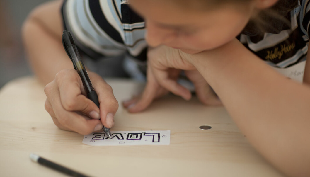Ungdommer trives bedre på skolen når de får være sammen med jevnaldrende, og ikke må ta utdanningen med folk som er tre ganger så gamle som dem. (Illustrasjonsfoto: Jonas Frøland / NTB Scanpix)