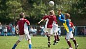 De fotballspillende barna ble fysisk sunnere og trivdes bedre enn barn som ikke hadde hatt fotball på timeplanen. De lærte også mer om helsetemaer som fysisk aktivitet, kosthold og hygiene. (Illustrasjonsfoto: Fotokostic/Shutterstock/NTB scanpix.)