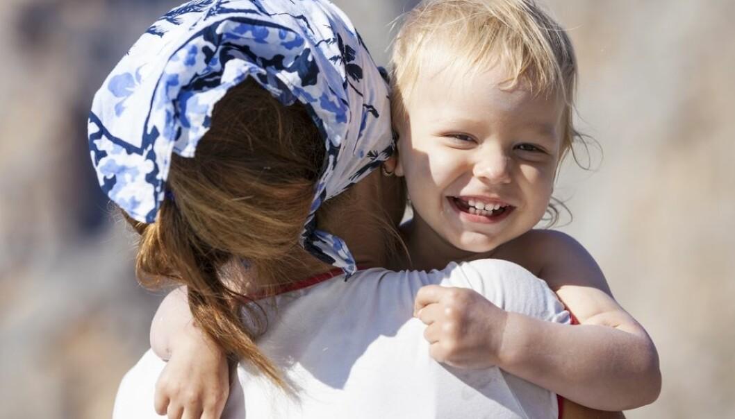 57 prosent sier at de kan tenke seg til å bli fosterforeldre dersom et barn i deres egen familie hadde behov for det. Det sier noe om at slekt og nettverk bør satses mer på når fosterforeldre skal rekrutteres, mener forskere.  (Foto: Photobac, Shutterstock, NTB scanpix)