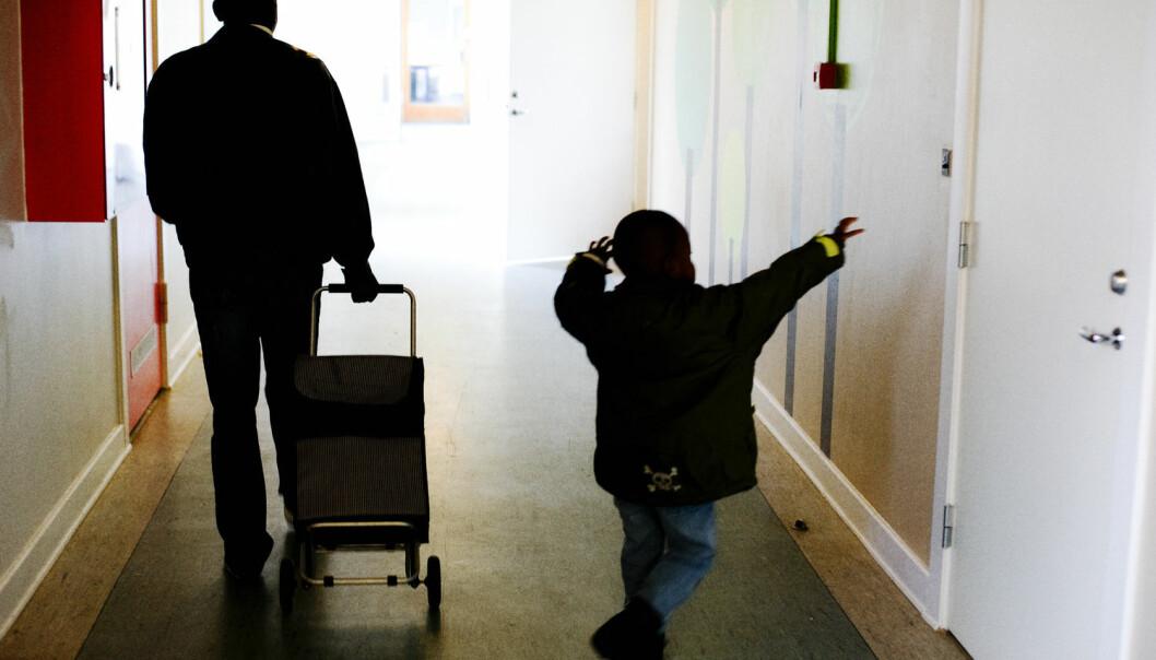 Det bor rundt 10 000 barn og unge under 18 år i norske asylmottak. – Mange studier gir grunnlag for bekymring for hvordan barn har det på mottak, forteller Monica F. Aarset, forsker ved Høgskolen i Oslo og Akershus. (Foto: Mikkel Østergaard, Scanpix Denmark, NTB scanpix)