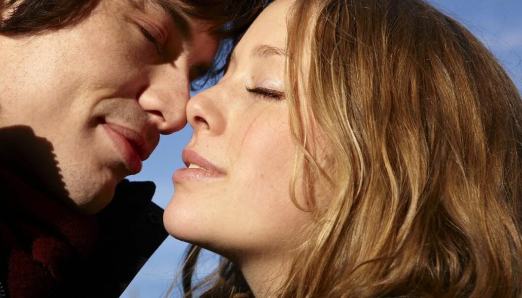 Kvinner føler seg mer attraktive og tenker mer på sex når lyset er på det mest intense, i april og mai måned. Menn er mest interessert i sex i august. (Foto: Kerstin Mertens, NTB scanpix)