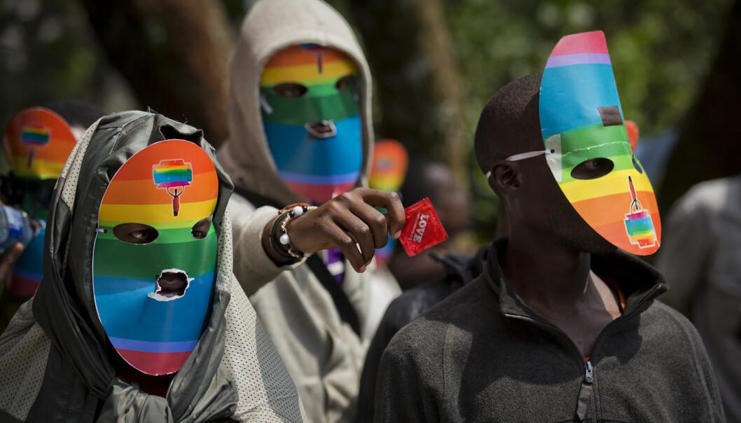 Ugandiske og kenyanske homofile protesterer mot en lov som ville sendt ugandiske homofile i fengsel for resten av sitt liv.  (Foto: Ben Curtis / NTB Scanpix)