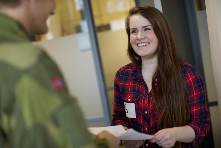 Samtale med sesjonsoffiser under sesjon i Oslo. (Illustrasjonsfoto: Torgeir Haugaard, Forsvaret)