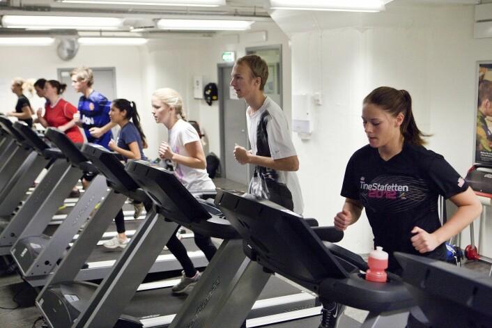 Både gutter og jenter gjunnomfører løpetest på sesjon. (Illustrasjonsfoto: Peder Torp Mathisen, Forsvaret)