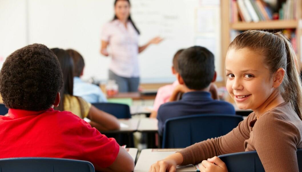 Under halvparten av elevane med nedsett høyrsel får opplæring i lokale som har høyrselsteknisk utstyr, og som er regulert for akustikk. (Illustrasjonsfoto: Colourbox)