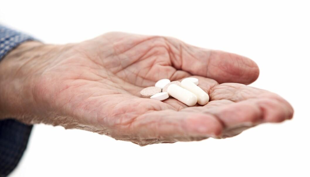 Kalsiumtilskudd forebygger brudd. Men noen studier tyder på at det kan øke risikoen for annen sykdom. (Illustrasjonsfoto: Colourbox)