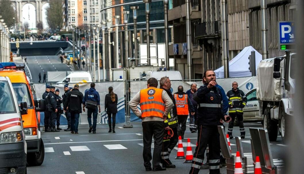 En svensk studie viser at en stor andel av utrykningspersonellet ikke er overbevist om sin egen etats evne til å oppfylle forventningene ved et terrorangrep. Politiet skårer dårligst, og mange politifolk vet ikke hva de skal gjøre på åstedet. Her fra gårsdagens angrep ved Maalbeek t-banestasjon i Brüssel.  (Foto: NTB Scanpix)