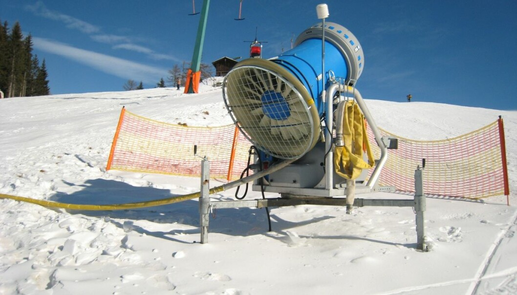 Alpine resorts are often dependent on artificial snow from snow cannons. The nanoscale sensor will be helpful in creating optimal ski conditions. (Photo: Wikipedia Commons)