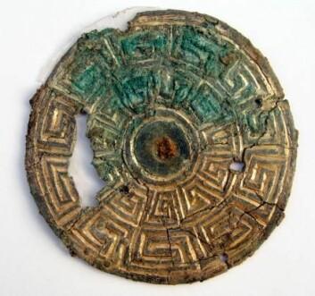 Viking-spennen fra Randers kommer fra de britiske øyer og er dermed litt av sensasjon. (Foto: Museum Østjylland)