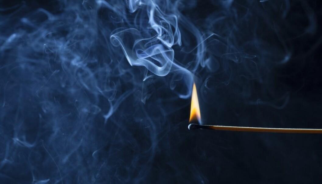 Er det egentlig sant at en fyrstikk kan brenne bort dolukt?  (Illustrasjonsfoto: fantasystudio/Shutterstock/NTB scanpix)