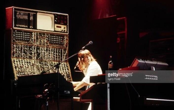 Det klassiske bildet av Keith Emerson på scenen, med den gigantiske Moog-synthesizeren. Ja, det var på den tiden at menneskene vandret på Månen ...  (Bilde: Getty images / Larry Hulst)