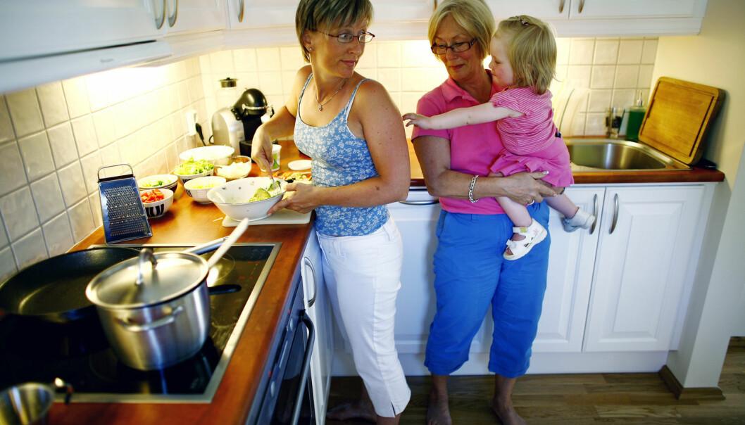 Kontakten mellom generasjonene er jevnt over tett, viser ny forskning. Mer enn seks av ti foreldre er sammen med voksne barn ukentlig eller oftere, som er omtrent på samme nivå som på 1960-tallet.  (Foto: Sara Johannessen, NTB scanpix)