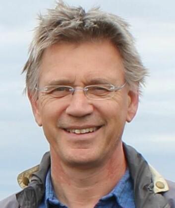 Professor Jan Mulder ved Norges miljø- og biovitenskapelige universitetet (NMBU) ledet et stort forskningsprosjekt på lystgassproduksjon fra skogbunn. (Foto: NMBU)