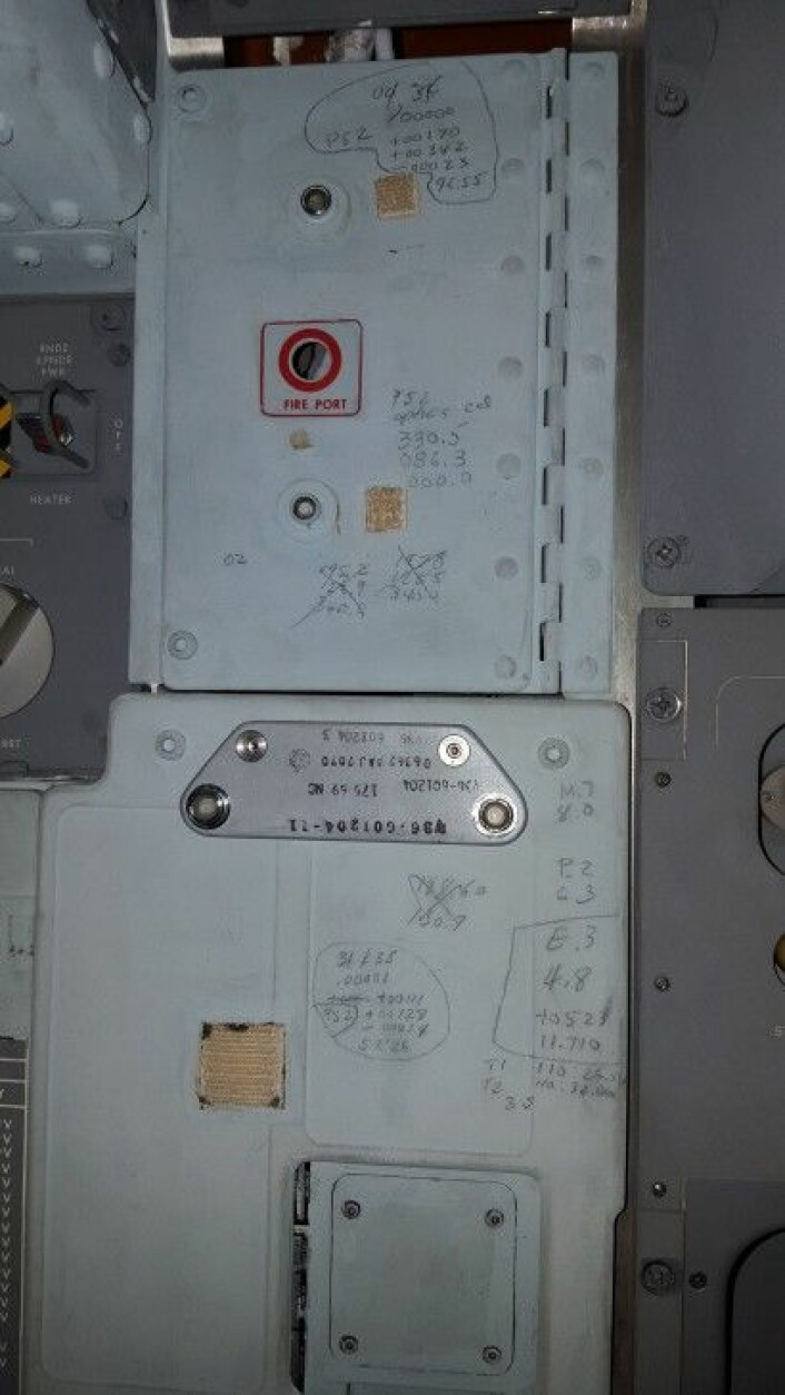Her er det flere notater fra Apollo 11-kapselen. Er det noen som kan se hva som har blitt skrevet? Del det i kommentarfeltet under. (Foto: Smithsonian Institute)
