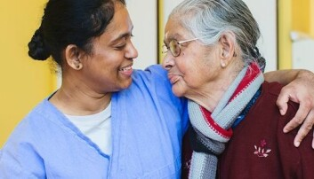 Eldre med risiko for å utvikle demens kan ha eit fortrinn av å snakke to språk.  (Illustrasjonsfoto: UiO/Nadia Frantsen)