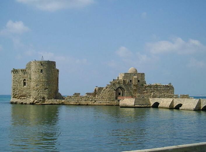 Et kystfort i Sidon som ble satt opp av korsfarererne. Fortet ble bygget lenge etter Sigurd var der, i 1228. (Foto: Heretiq)