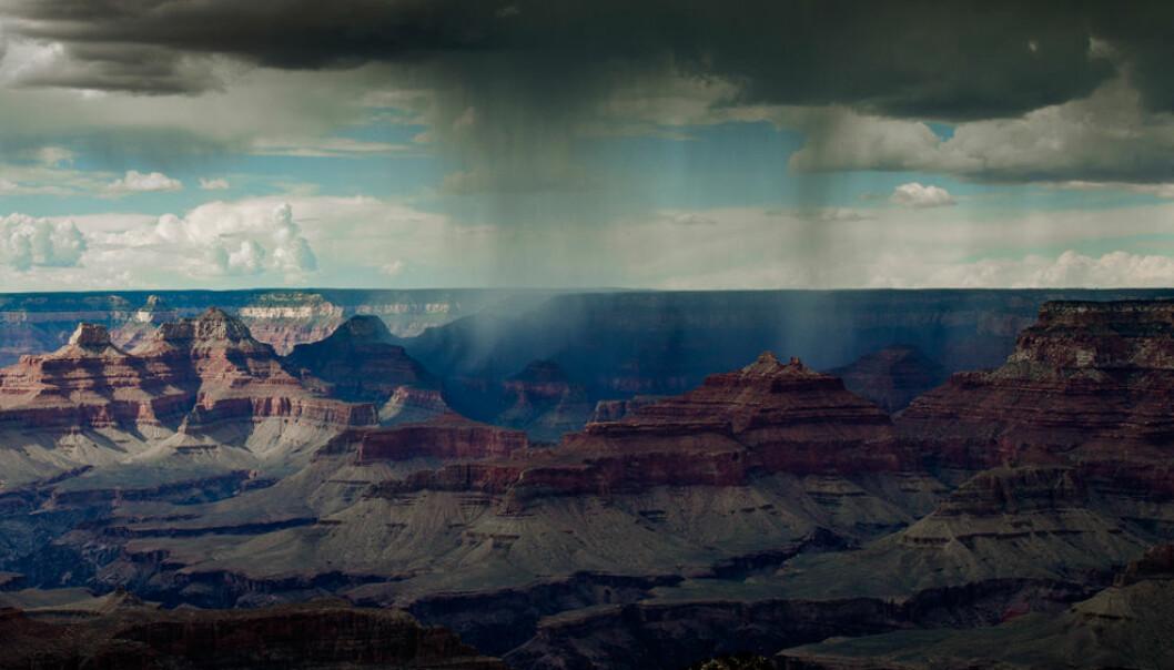 Varmere klima gir mer fuktighet i lufta. Når denne vanndampen først blir til regn, blir skybruddene tilsvarende kraftigere, også i tørre områder. Dette har amerikanske og australske forskere funnet ut ved å studere data fra 1951 til 1980. (Foto: Shutterstock)