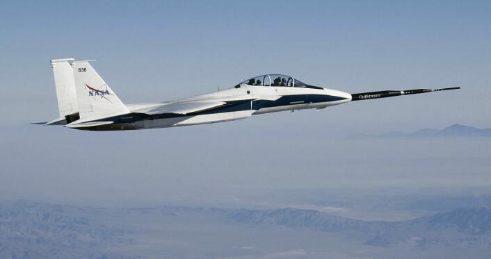 Jagerflyet McDonnell Douglas F-15B med en forlenget nese som skulle redusere det supersoniske smellet. (Foto: Carla Thomas, NASA)