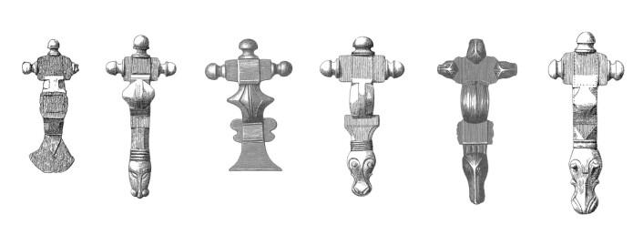 Utseendet på de korsformede spennene varierte etter hvor i landet de ble brukt. Fra venstre spenner fra ___ (Foto: (Tegninger: Haakon Schetelig: The Cruciform Brooches of Norway, 1906 og Oluf Rygh: Norske Oldsager, 1885. Tegningene er falt i det fri))