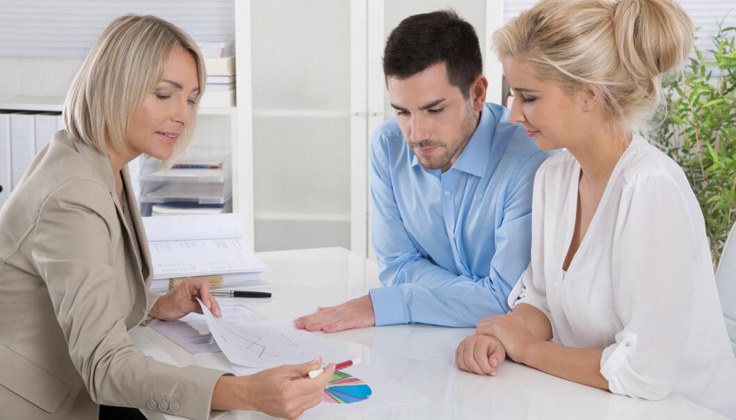 Åtte av ti bankkunder vil gjerne ha personlig rådgivning når de skal ta viktige økonomiske beslutninger.  (Foto: Jeanette Dietl, Shutterstock, NTB scanpix)