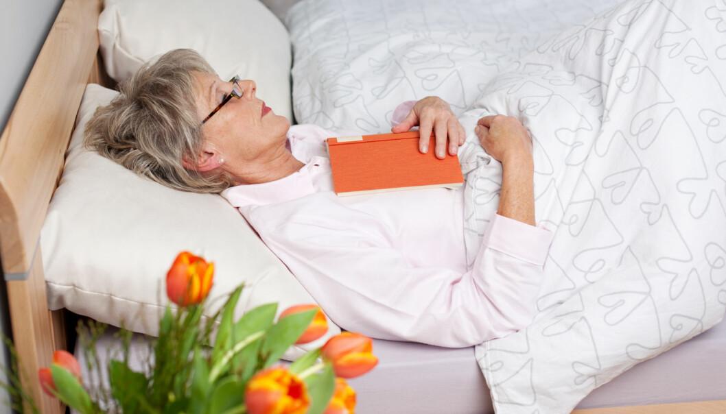 – For å redusere utmattelse tror vi det er viktig å unngå for mye inaktiv tid i senga i akuttfasen, sier lege Anne Hokstad. (Illustrasjonsfoto: Shutterstock/NTB scanpix)