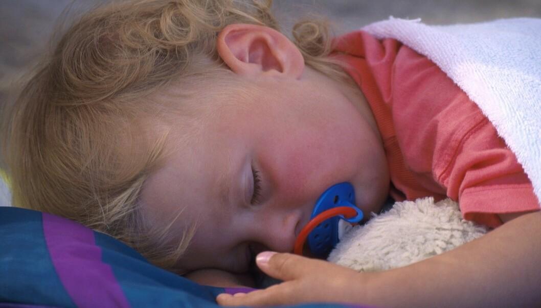 I en svensk undersøkelse snorket fem prosent av barna flere ganger i uken. Mange hadde også korte pusteavbrudd om natten. Likevel var det bare en av tre av foreldrene som oppsøkte legehjelp mot problemene.  (Foto: Espen Bratlie/Scanpix NTB)
