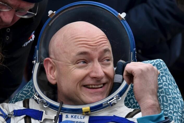 Astronaut Scott Kelly etter landingen på en frossen steppe i nærheten av byen Dzhezkazgan i Kasakhstan. (Foto: Kiril Kudrjavtsev/Reuters/NTB scanpix)